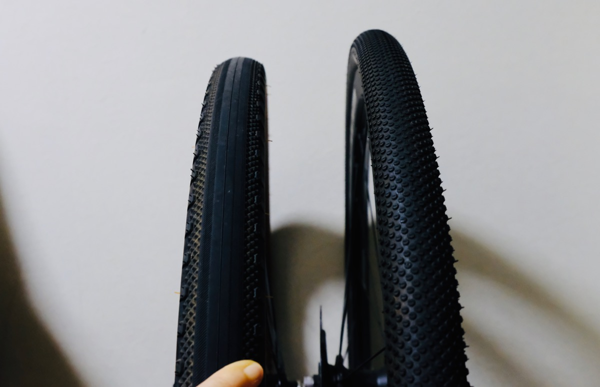 Schwalbe G-One All Round (700 X 35C)とWTB Byway TCS 650bx47cのトレッド面比較